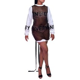 Venta al por mayor Juvenil popularidad personalizada costura de malla de un paso falda espalda vendaje diseñador vestido carta perforación en caliente vestidos casuales desde fabricantes