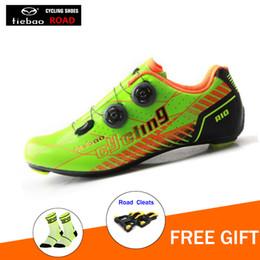 2019 zapatos de ciclismo al aire libre Zapatos de ciclismo de fibra de carbono TIEBAO Zapatos de bicicleta de carretera Equipo de equitación Bicicleta de bloqueo Bicicleta de deporte al aire libre zapatilla de carbono zapatos de ciclismo al aire libre baratos