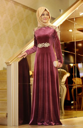 Goldene brautjungfer kleider online-Fuchsia Muslim Brautjungfer Kleider mit Hut High Neck mit langen Ärmeln Golden Appliques Ziemlich Party Kleider Charming Sweep Zug Abendkleider