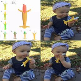 2019 frutta di mais Denti in silicone Baby Fruit Dentizione Giocattoli Banana Mais Masticazione Massaggiagengive Toddler Soothers Infantile Dente Giocattoli Giocattoli Regali MMA1069 frutta di mais economici