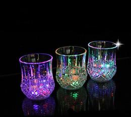 2019 whisky de cabeça de cristal Tumbler LED colorido flash copos criativo partido copo de vinho luz de vidro levou colorido brilho abacaxi copo indução de água cor luz copos