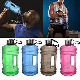 Contenedores de pe online-2.2L botella de agua de gran capacidad de entrenamiento deportivo Gym botella de agua Fitness Training Jar recipiente para acampar corriendo botellas de agua WX9-794