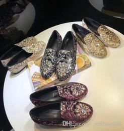 2019 mochettes à la broderie AAAAA Femmes 2018 Printemps 6547180 Couture Broderie Supérieure Mocassins Chaussures Doublure En Cuir De Mouton Taille 35-40 Livraison Gratuite mochettes à la broderie pas cher