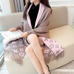 2018 Autunno Nuove donne elegante Nappa Wrap Swing Cardigan maglia maglione oversize Sciarpa Cape Poncho cardigan lungo inverno E015 cheap knitted ponchos da poncho a maglia fornitori