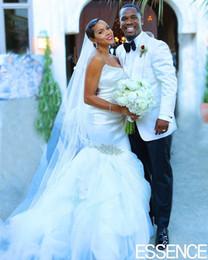 Top frisada ruched vestidos de sereia on-line-Cetim Top Ruched Branco Sereia Vestidos de Casamento Strapless Frisada Puffy Saia Africano Vestidos De Casamento para o Vestido de noiva de novia
