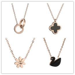 Wholesale gold leaf supplies - Explosions four leaf grass titanium steel necklace 18k rose gold necklace pendant joker temperament necklace manufacturers supply