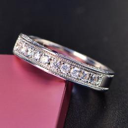 2019 anelli di gioielli imitazione Anello da uomo pieno di diamanti temperamento donne di lusso Semplice ed elegante Anello di platino placcato in rame Diamante d'imitazione Gioiello unisex anelli di gioielli imitazione economici