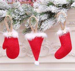Weihnachtshut s online-Weihnachtsbaum-hängende Verzierung-Weihnachtsstrumpf-Mini-rote Hut-Golve-Socken mit hölzernen Stern-Weihnachtsdekorationen