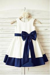 Avorio e blu navy Una linea Flower Girl Abiti New Bowknot Colorato Toddler Piano Lunghezza Abiti da cerimonia nuziale Immagine reale Cintura Best Satin da