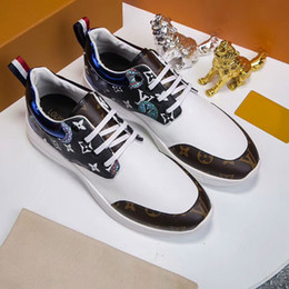 Zapatillas hechas a mano online-Calzado de hombre zapatos de marea de otoño 2018 Nueva Inglaterra salvaje tendencia juvenil calzado deportivo clásico de cuero para hombre hecho a mano cómodo correr