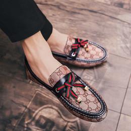 lona italiana dos homens Desconto Homens de luxo Lona Mocassim Pescador Artesanal Italiano Designer Bowtie Slip On Flats Sapatas de Vestido de Moda Sapatos de Condução Tamanho: 39-44 M-15
