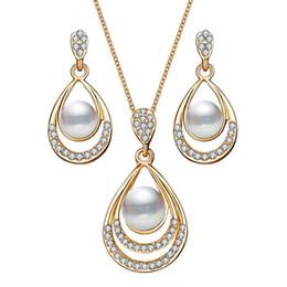 2019 sistemas de la joyería de cristal de la boda Moda color oro gota de agua simulado perla collar de cristal aretes de joyería conjunto para mujeres joyería de la boda del partido sistemas de la joyería de cristal de la boda baratos