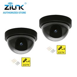 Caméras de sécurité factices en gros en Ligne-2 pcs / 1 sac CCTV Sécurité Dummy Faux Caméra Étanche Extérieure Intérieure Dôme Simulation Surveillance Avec Clignotant Rouge LED En Gros