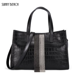 Верхние пляжные сумки онлайн-SUNNY BEACH  Genuine Leather Tassel women bag crocodile bag top-hand big Casual Tote bag Shoulder Bags