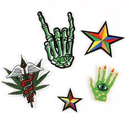 Радуга Пять звезд зеленый Скелетен палец значок железа на патчи вышитые аппликация знак сумка одежда обувь швейные ремесла DIY от Поставщики кабельные разъемы