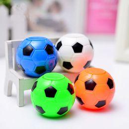 Cadeaux de football pour enfants en Ligne-Nouveau Football Fidget Spinner Football Basketball Main Spinner Cube Anti Stress Bureau Balle Jouet Bébé Cadeau At Atock