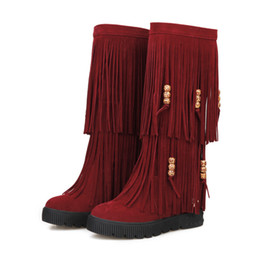 Argentina Moda Flock Mujer de cuero Fringe Rebordear plano Botas a media pierna Otoño Invierno Botas de borla para mujer Altura cada vez mayor Grueso Inferior ADF-1212 cheap womens flat tassel boots Suministro
