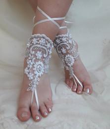 Sandalia descalza de encaje online-2019 mujeres elegantes de encaje playa sandalias descalzas cadena de tobillera barato por encargo dama de honor nupcial pie de la joyería