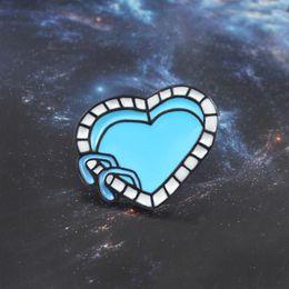 Argentina En forma de corazón Piscina Broche Azul Claro Piscina Esmalte Pin Mochila Gorra Sport Insignia Familia y nadador Amor Regalos Joyas supplier backpack clear Suministro