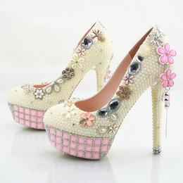 2018 À La Main De Mode rose cristal fleurs gland Haute Talons Ivoire perles De Mariage Chaussures De Mariée Haute Talons élégant Parti De Bal De Mariage chaussures ? partir de fabricateur
