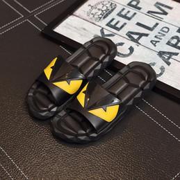 2019 pantofole verde menta Sandali firmati caldi di vendita F E N D Pantofole di lusso estiva per gli uomini Scarpe da spiaggia in PVC nero Pantofole da uomo