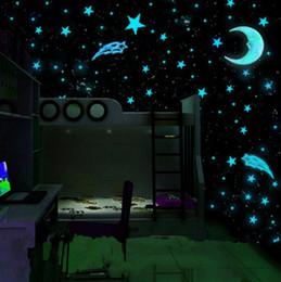 Sıcak tarzı 80 adet / takım plastik duvar çıkartmaları aydınlık yıldız kızdırma koyu mavi 3 cm odası çıkartması duvar dekor supplier glow dark plastics nereden koyu renk plastikler tedarikçiler