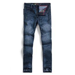 Diseñador Jeans Men Brand lujo largo completo longitud patrón primavera  verano estilo Inglaterra negocios Casual sólido Jeans 844cb34b651