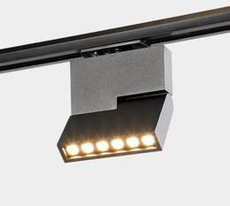 12w ha portato le tracce online-nuovo buon 220v 12W Creativo LED Track Light Proiettore a LED Sala Cob Square Esposizioni a binario luce a parete