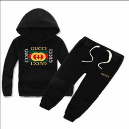 Clásico infantil de lujo con logo diseñador bebé camiseta pantalones chaqueta sudadera con capucha olde Traje moda infantil niños 2 piezas de algodón desde fabricantes