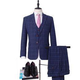 tuxedo del colletto di picco Sconti 2019 Classic Fit Suits Peak Collar Double Button 3 pezzi Tute (giacca + pantaloni + gilet) per smoking da sposa per feste