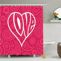 tissu religieux Promotion Ensemble de rideaux de douche avec grand coeur et fond ethnique Des décorations romantiques vont changer le monde Illustration Salle de bain