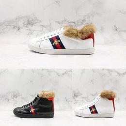 28fa28f6e60979 frauen weiße pelz turnschuhe Rabatt New Luxury Schuhe Top Leder Hinzufügen  Pelz Biene Weiß Sneaker Mode
