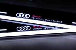audi q5 luces Rebajas Pedal de desgaste de la luz LED móvil para Audi Q5 2010-2015 acrílico llevó el umbral de la puerta del pedal de bienvenida