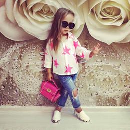Jeans blanc en Ligne-2017 Enfant Fille Vêtements Set Filles Blouse Blanche + Jeans Bleu Pantalon Vêtements Étoiles Imprimer À Manches Longues Mignon Costume Boutique Tenues