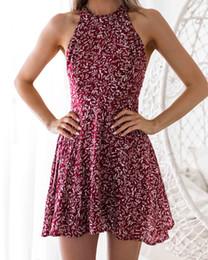 Vestito da donna corto in chiffon stampato con foglie delle donne Vestito corto senza maniche da sera sexy a righe con retro aperto da abiti a foglia fornitori