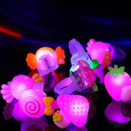 brinquedos de luz de anel Desconto LED Light Up Anéis Dedo Dedo Laser Dedos Partido Flash Brinquedos Gadgets Bracciali LED Rave Luzes Brinquedos iluminação Shinning Brilhante Natal