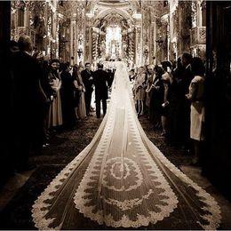 5m véu de casamento nupcial on-line-Encantador de Luxo Applique 5 M Véus de Noiva Apliques de Renda Borda Marfim Branco 2 Camadas Com Pente Anexado Custom Made Longo Véu De Noiva