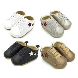 modello morbido dei pattini del neonato soled Sconti Scarpe in pelle per bebè neonato Stringate per stelle modello Baby Boy Girl Suola morbida Walker Sneaker Neonato