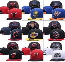 2019 New baseball regolabile Snapbacks Hip hop cappello piatto squadra  sportiva I cappucci da ricamo di alta qualità per uomini e donne berretto  da basket ... 14b40ad17769