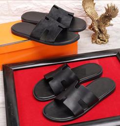 Sandalias y flip flops online-Diseño de la marca de los hombres zapatillas de cuero de vaca zapatillas de deporte de verano al aire libre sandalias de playa moda de cuero suave flip-flop mocasines, 38-45