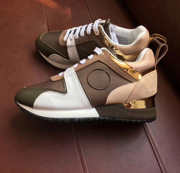 Wholesale Italy Women Leather Shoes - Brand Leather Women Designer sneakers Men Runners shoes Italy Fashion leisure Driving Shoes ALL black Skateboard SHOES