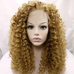 2019 perruque de dentelle blonde frisée crépue Perruques synthétiques résistant à la chaleur miel blonde afro crépus bouclés avant de lacet perruques # 27 blonde crépus bouclés perruques de cheveux pour femme afro-américaine perruque de dentelle blonde frisée crépue pas cher