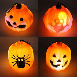 2020 luci di decorazione per i festival Halloween Decoration Dress Up Ghost Festival Secchio di zucca portatile per bambini Ghost Spider Hollow LED Glowing Pumpkin Light luci di decorazione per i festival economici