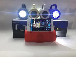Canada Nouveau lecteur multi-fonction de carte subwoofer de haut-parleur sans fil Bluetooth de lampe de poche extérieure B126 supplier multi outdoor speakers bluetooth Offre
