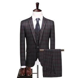 der graue streifenanzug der männer Rabatt Mens Dark Grey Anzüge mit Hosen 2018 New Fashion Slim Fit Bühne Kleidung Streifen Anzug Männer CD50
