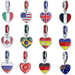 2019 collana di bandiera smaltata 2018 Coppa del Mondo Fashion Argento placcato Smalto Russina Canada UK ect Flags Cuore Design Lega di metallo fai-da-te Fascino misura collana braccialetto europeo sconti collana di bandiera smaltata