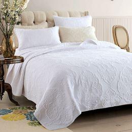 baumwollgestickte tagesdecken Rabatt Bestickte Tagesdecke Quilt Set 3pcs Bettdecken Baumwolle Quilts Einfache feste Bettwäsche gesteppte Bettdecken King Size Decke weiß
