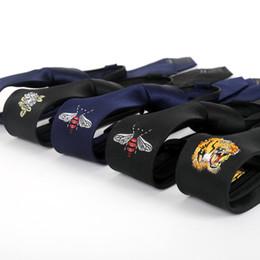 2019 gravata slim de seda preta sólida Homens personalidade padrão Bordado gravata 5CM versão coreana preto estreitas gravata com zíper laço preguiçoso novo estilo atacado