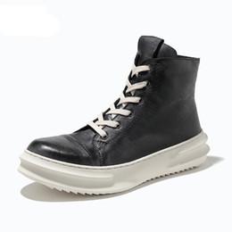 Stivali invernali da uomo a metà polpaccio in pelle pieno fiore tacco spesso Martin Stivali da neve invernali Uomo scarpe alte cheap mens heel boots da stivali mela in tacco fornitori