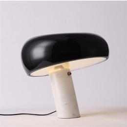 chiaro candelabri matrimonio Sconti Lampada da tavolo moderna Snoopy Lampada da scrivania in marmo bianco nero Lampada da comodino Home Decor per soggiorno